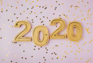 celebracao-de-ano-novo-2020-e-estrelas-de-brilho-dourado_23-2148346466