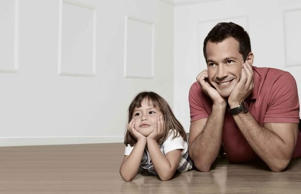 Malvino Salvador estrela primeira campanha publicitaria ao lado da filha