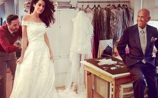 Momento papparazzi: O vestido de noiva da Amal Alamuddin