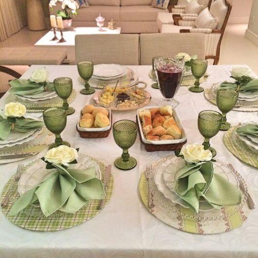 mesa-posta-jantar-sousplat-verde