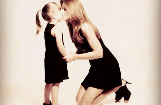 Momento Paparazzi: Ticiane Pinheiro e a filha Rafaella posam para Campanha de Dia das Mães !